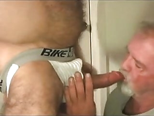 Abuelo follado por daddy musculoso man (gay) gay porn (gay) amateur (gay)